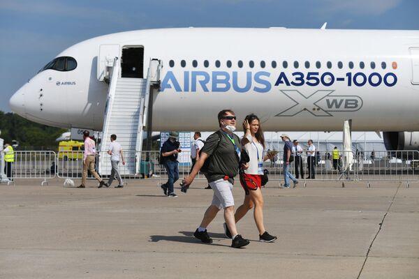 Dopravní letoun Airbus A350-1000 na Mezinárodním salonu MAKS 2021. - Sputnik Česká republika
