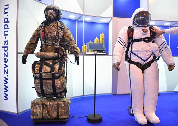 Kyslíkové vybavení a výstroj pro parašutisty na Mezinárodní výstavě MAKS 2021. - Sputnik Česká republika