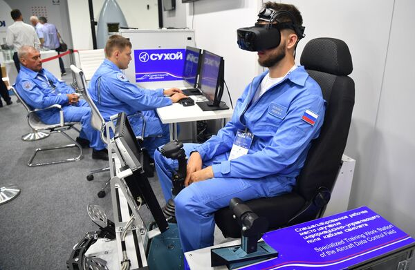 Speciální pracovní místo pro zkoumání informační a řídící části kabiny letadla prezentované na výstavě MAKS 2021. - Sputnik Česká republika
