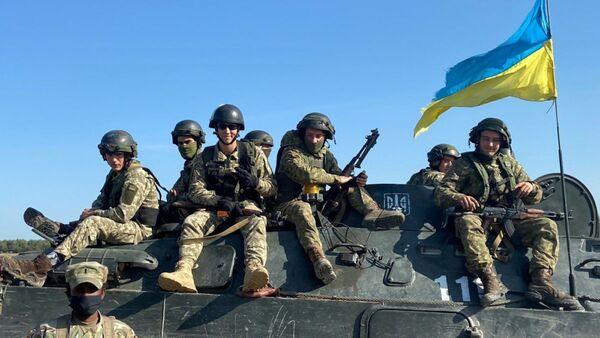 Украинские военные во время учений  - Sputnik Česká republika