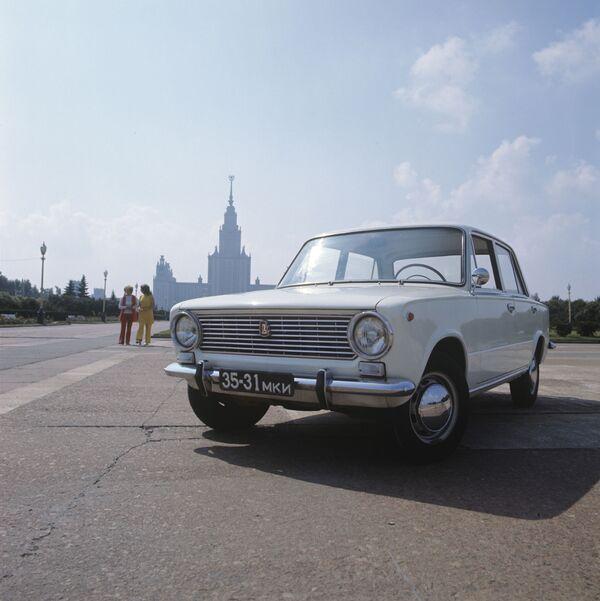 Sovětský osobní automobil VAZ 2101. Lada - Sputnik Česká republika