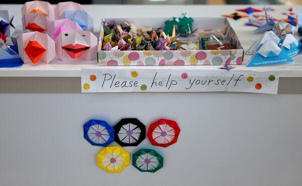 Оригами в Главном пресс-центре в Токио  - Sputnik Česká republika