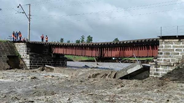 На месте обрушения железнодорожного моста в Забайкальском крае  - Sputnik Česká republika