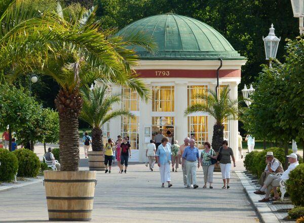 Павильон источника Франца в курортном городе Франтишковы Лазне в Чешской Республике - Sputnik Česká republika