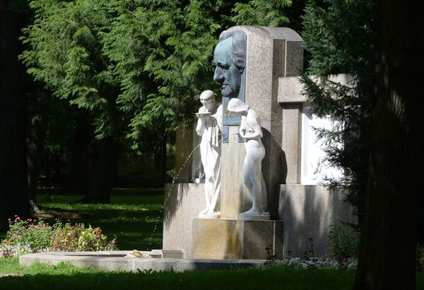 Памятник немецкому поэту Иоганну Вольфгангу Гете в парке курортного города Франтишковы Лазне, Чехия - Sputnik Česká republika