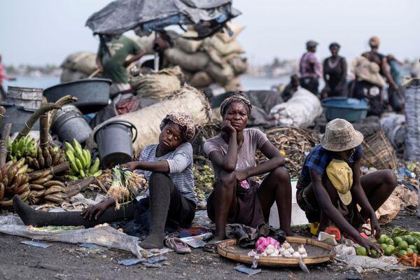 Lidé na trhu v přístavním městě Cap-Haïtien, Haiti. - Sputnik Česká republika