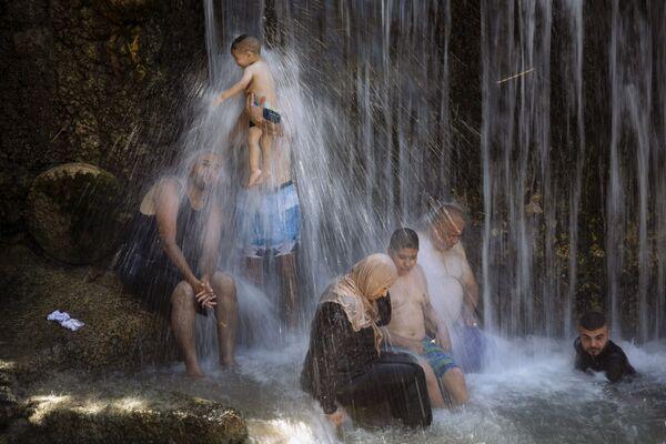 Izraelští Arabové v národním parku Gan Ha-Šloša během Svátku oběti. - Sputnik Česká republika