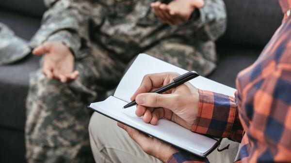 Женщина-солдат во время разговора с психологом - Sputnik Česká republika