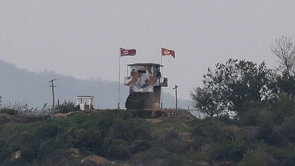 Флаг КНДР на границе с Южной Кореей - Sputnik Česká republika