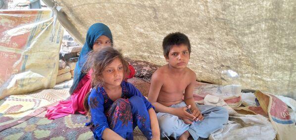 Afghánské děti, které musely utíkat před ofenzívou Tálibánu. - Sputnik Česká republika