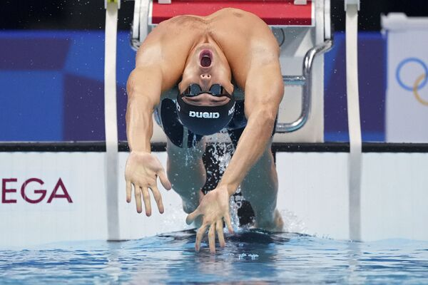 Italský plavec Thomas Ceccon startuje v semifinále závodu na 100 metrů prsa na olympijských hrách 2020 - Sputnik Česká republika