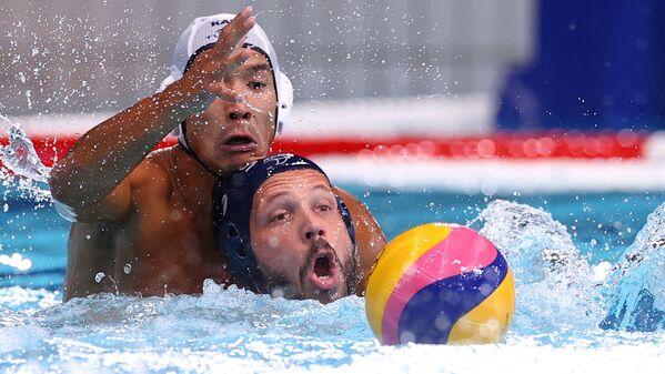 Dušan Mandić ze Srbska proti Muratu Šakenovovi z Kazachstánu na olympijských hrách v Tokiu 2020 - Sputnik Česká republika