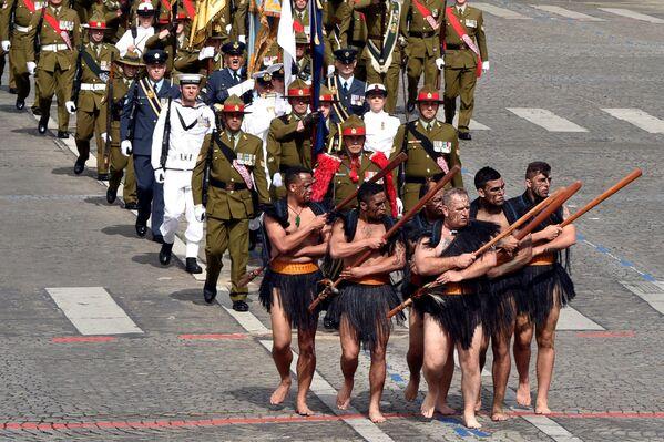 Maorští vojáci během vojenské přehlídky v Paříži - Sputnik Česká republika