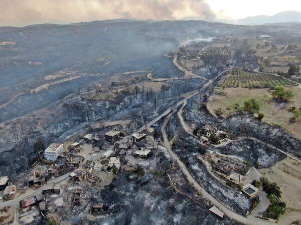 Následky lesních požárů v Manavgatu v provincii Antalya, Turecko. - Sputnik Česká republika