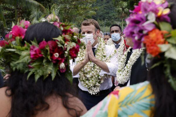 Francouzský prezident Emmanuel Macron na návštěvě zámořského společenství na ostrovu Moorea ve Francouzské Polynésii. - Sputnik Česká republika