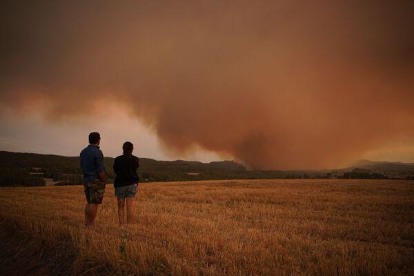 Lesní požár v Katalánsku, Španělsko. - Sputnik Česká republika