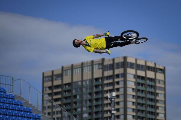 Australský sportovec Logan Martin během tréninku ve freestyle BMX na letních olympijských hrách v Tokiu. - Sputnik Česká republika