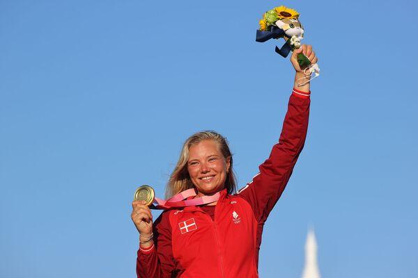 Zlatá medailistka z Dánska Anne-Marie Rindom slaví vítězství na Olympijských hrách v Tokiu - Sputnik Česká republika