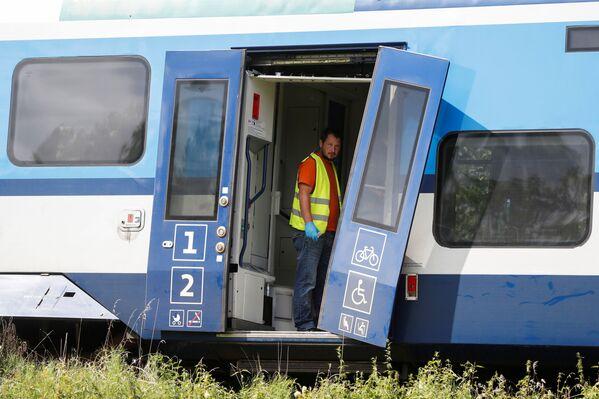 Nehodu vyšetřuje Drážní inspekce a policie, trať zůstane uzavřená zřejmě do pátku večer - Sputnik Česká republika