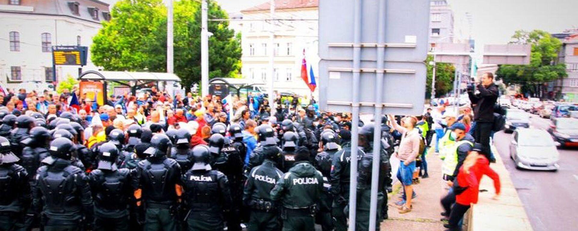 Protesty v Bratislavě proti očkování (5. 8. 2021) - Sputnik Česká republika, 1920, 05.08.2021