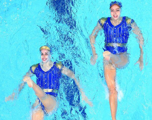 Španělské reprezentantky v synchronizovaném plavání Alisa Ozhoginová a Iris Tiová na OH v Tokiu - Sputnik Česká republika