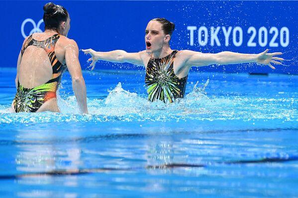 Sportovkyně v synchronizovaném plavání z Jihoafrické republiky Clarissa Johnstonová a Laura Strugnellová na Olympijských hrách v Tokiu - Sputnik Česká republika