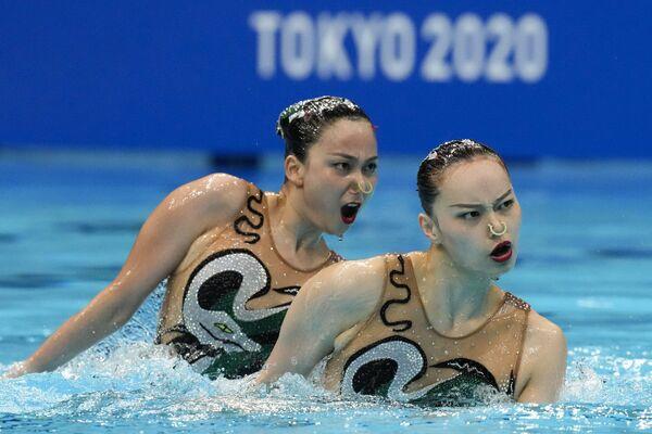 Čínské reprezentantky v synchronizovaném plavání Huang Xuechen a Sun Wenyan na Olympijských hrách v Tokiu - Sputnik Česká republika