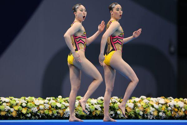 Japonské reprezentantky v synchronizovaném plavání Yukiko Inui a Megumu Yoshida na Olympijských hrách v Tokiu - Sputnik Česká republika