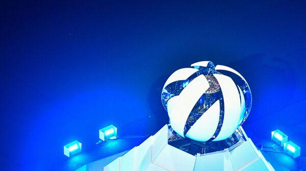 Закрытие чаши олимпийского огня во время торжественной церемонии закрытия XXXII летних Олимпийских игр в Токио - Sputnik Česká republika