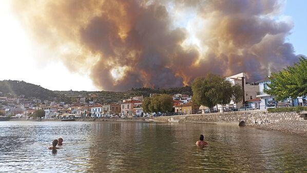 Пожар на острове Эвия, Греция  - Sputnik Česká republika