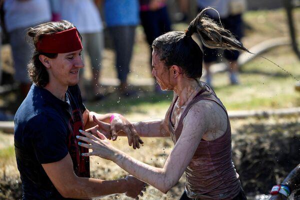 Участники забега с женами в Венгрии - Sputnik Česká republika