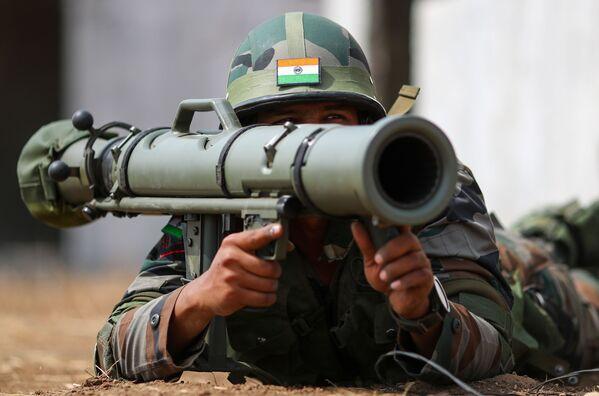 Indický voják během mezinárodních rusko-indických cvičení INDRA 2021 na střelnici Prudboj ve Volgogradské oblasti. - Sputnik Česká republika