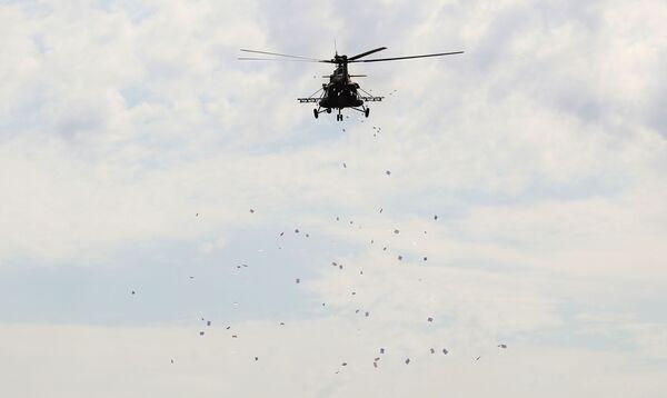 Vrtulník Mi-8AMTŠ během mezinárodních cvičení INDRA 2021 na střelnici Prudboj na jihu Ruska. - Sputnik Česká republika
