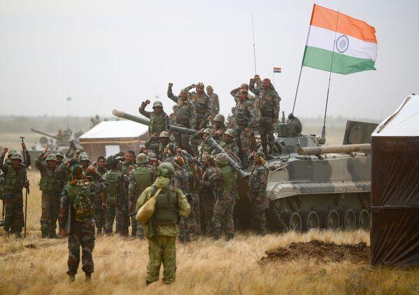 Indičtí vojáci během cvičení INDRA 2021 v Ruské federaci. - Sputnik Česká republika