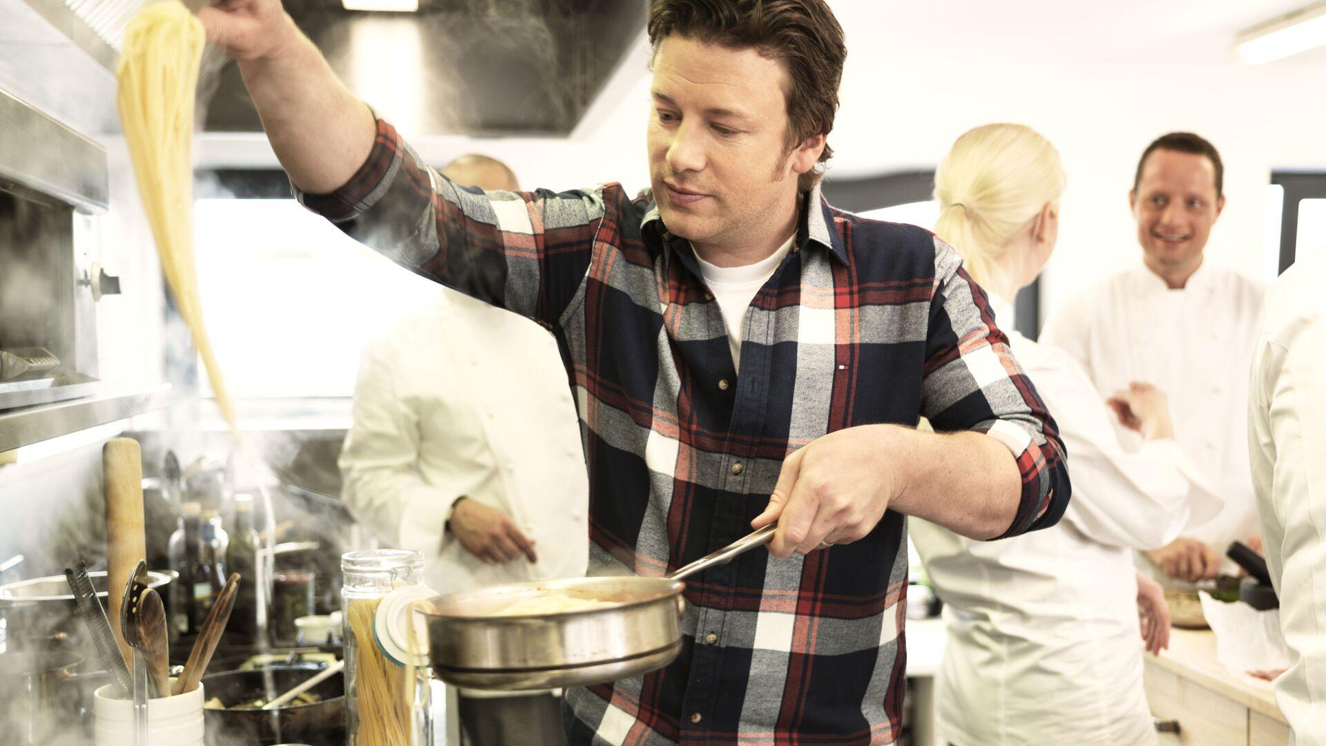 Světoznámý kuchař a autor mnohých kuchařských knih Jamie Oliver  - Sputnik Česká republika, 1920, 24.08.2021