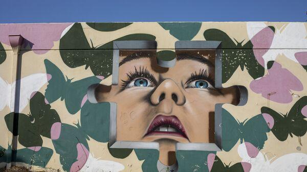 Граффити на стене бомбоубежища в израильском городе Сдерот  - Sputnik Česká republika