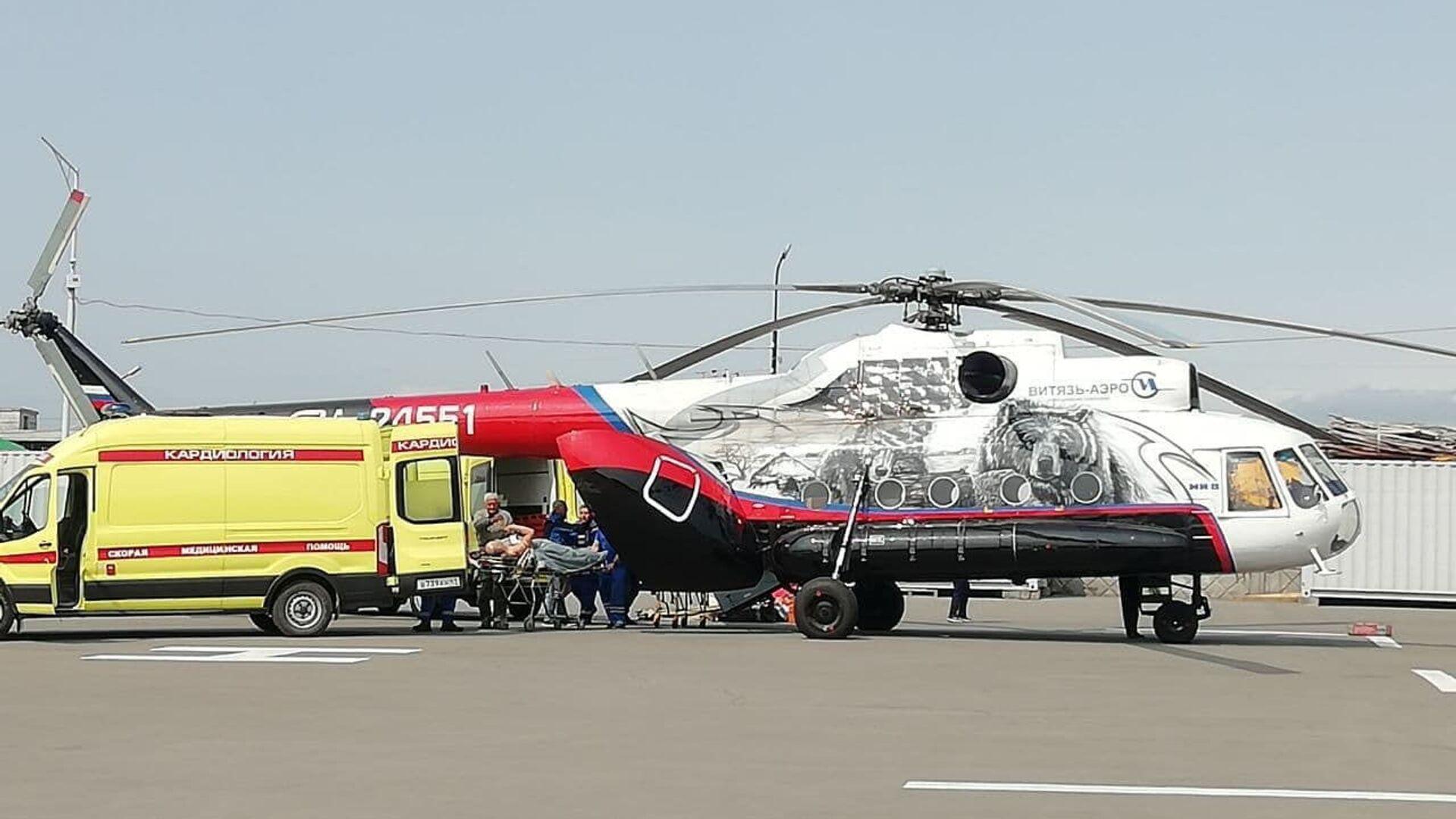 Pět cestujících ze zřícenéno vrtulník Mi-8, který se zřítil do jezera v Kamčatském kraji, bylo přepraveno do Petropavlovsku-Kamčatského - Sputnik Česká republika, 1920, 12.08.2021