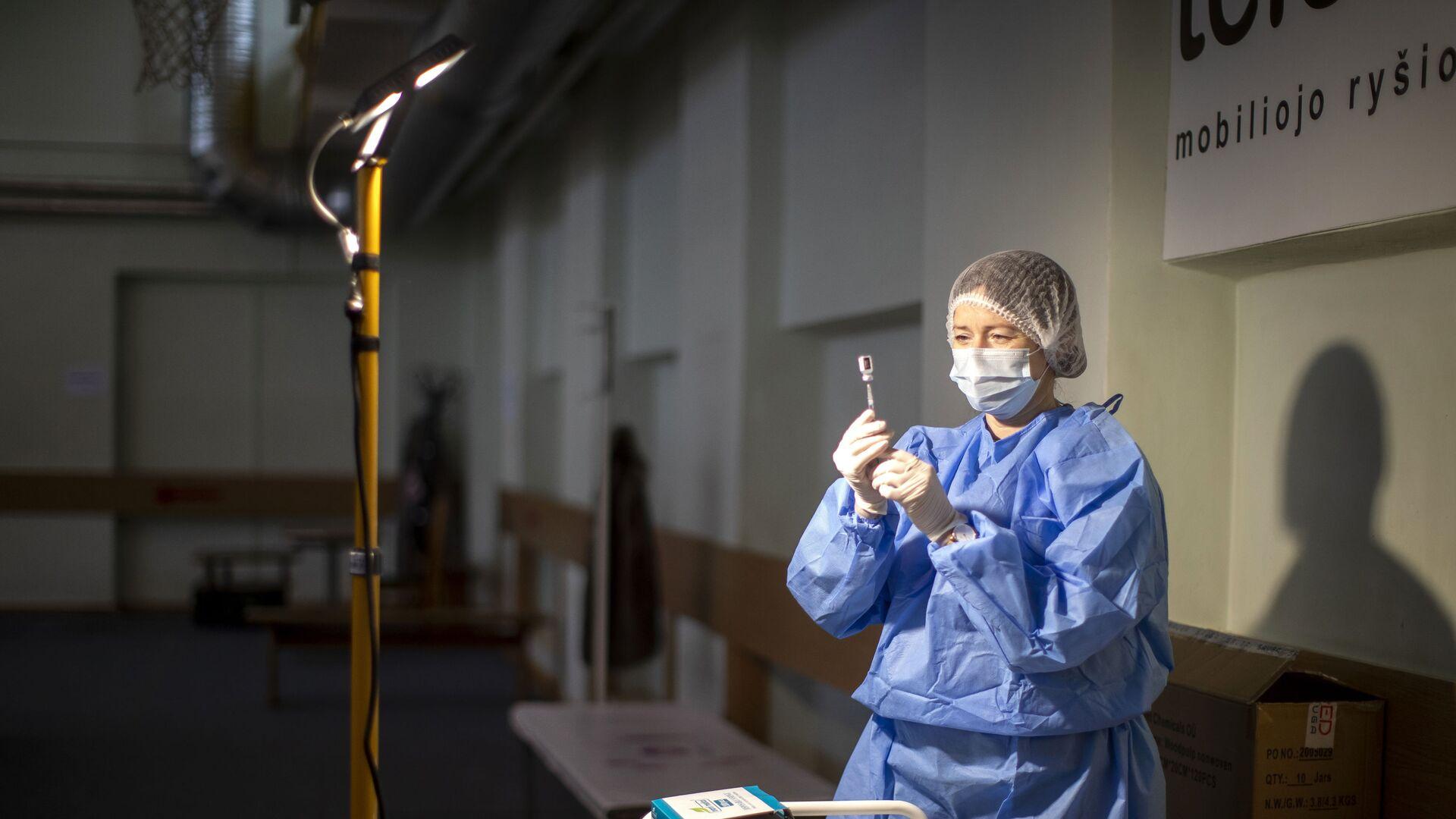 Litevská sestřička připravuje vakcínu proti koronaviru - Sputnik Česká republika, 1920, 13.08.2021