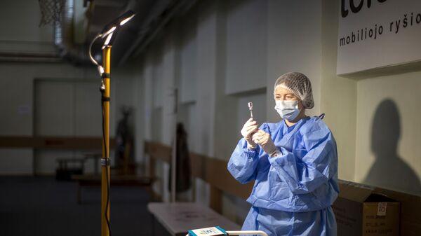Litevská sestřička připravuje vakcínu proti koronaviru - Sputnik Česká republika