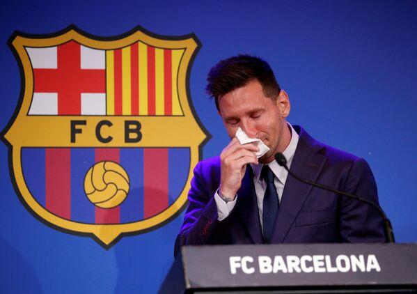Lionel Messi během své tiskové konference, kde oficiálně oznámil svůj odchod z klubu FC Barcelona. - Sputnik Česká republika