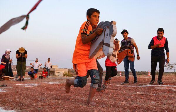 Vysídlené syrské děti organizovaly svoji vlastní verzi olympijských her v Idlibu, 7 srpna 2021. - Sputnik Česká republika
