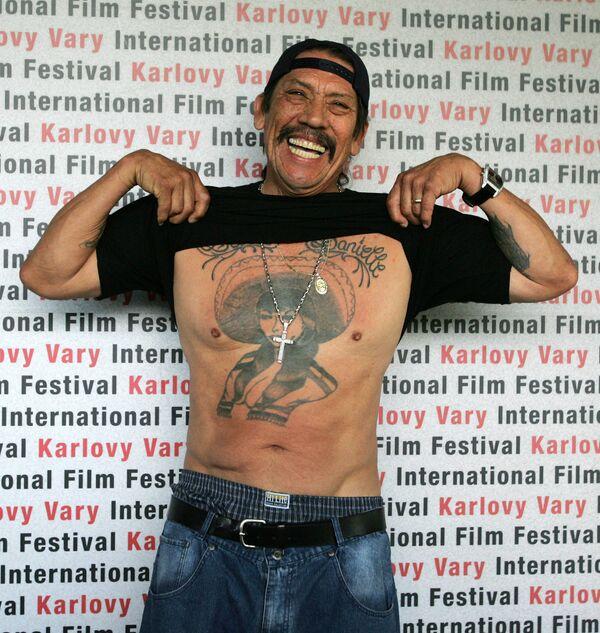 Americký herec Danny Trejo pózuje na 41. Mezinárodním filmovém festivalu v Karlových Varech v roce 2006 - Sputnik Česká republika