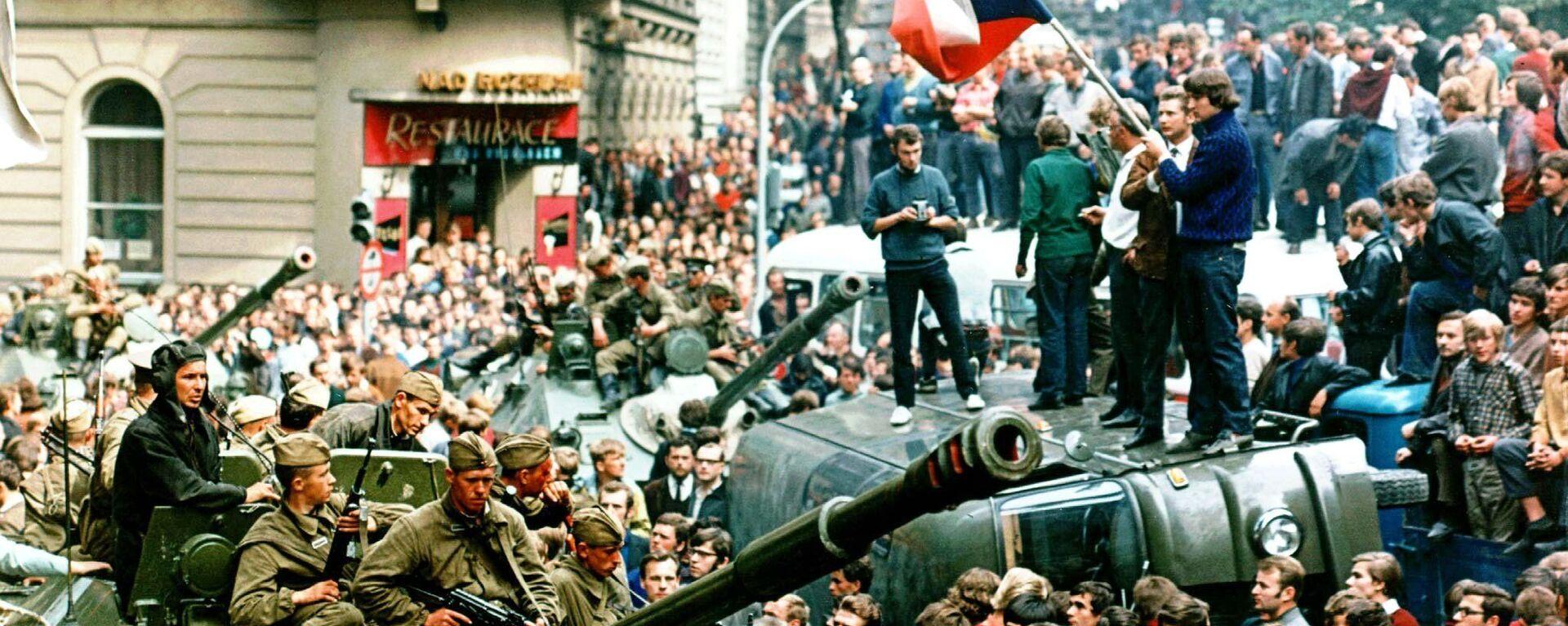 Sovětské tanky v ulicích Prahy v roce 1968 - Sputnik Česká republika, 1920, 20.08.2021