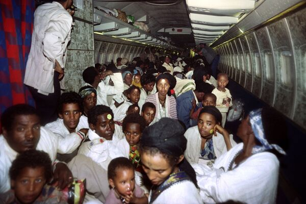 V průběhu tajné operace konané 24. a 25. května 1991 se izraelské vládě podařilo evakuovat 14 325 etiopských Židů z africké země pomocí letadel C-130 Hercules a Boeing 747 - Sputnik Česká republika
