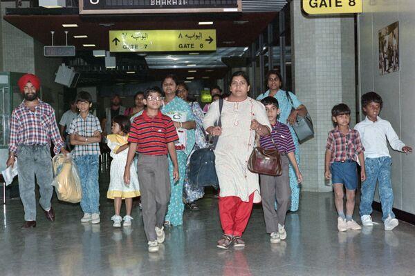 Indie po invazi vojsk Saddáma Husajna v roce 1990 evakuovala 170 000 občanů z Kuvajtu a Iráku. Operace trvala 59 dní, bylo provedeno 488 letů - Sputnik Česká republika