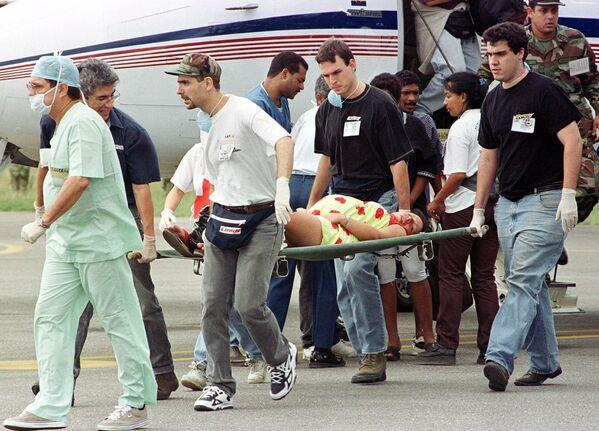Vrtulníky venezuelského letectva v roce 1999 provedly velkolepé záchranné operace ze vzduchu během povodní, které postihly stát Vargas - Sputnik Česká republika