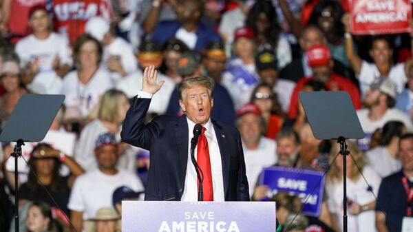 Бывший президент США Дональд Трамп на митинге своих сторонников в штате Алабама - Sputnik Česká republika