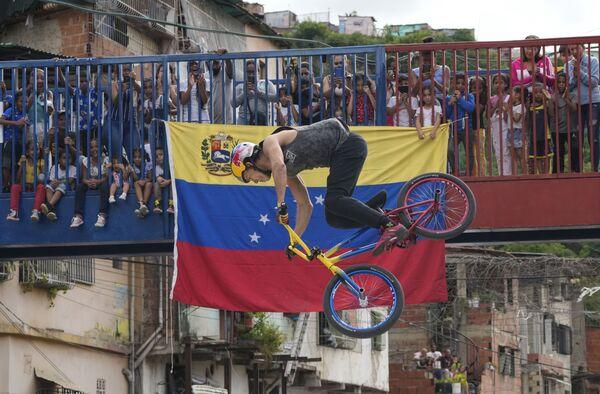 Šampion Daniel Ders vystupuje v Caracasu ve Venezuele - Sputnik Česká republika