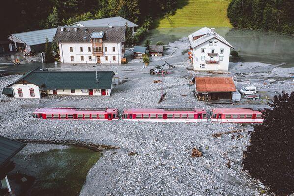 Vlak uvízl po povodních ve Wald im Pinzgau u Salcburku v Rakousku - Sputnik Česká republika