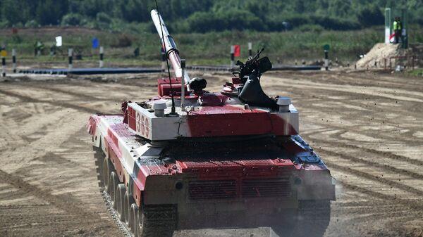 Танк Т-72Б3 команды военнослужащих Китая во время соревнований танковых экипажей в рамках конкурса Танковый биатлон-2021  - Sputnik Česká republika